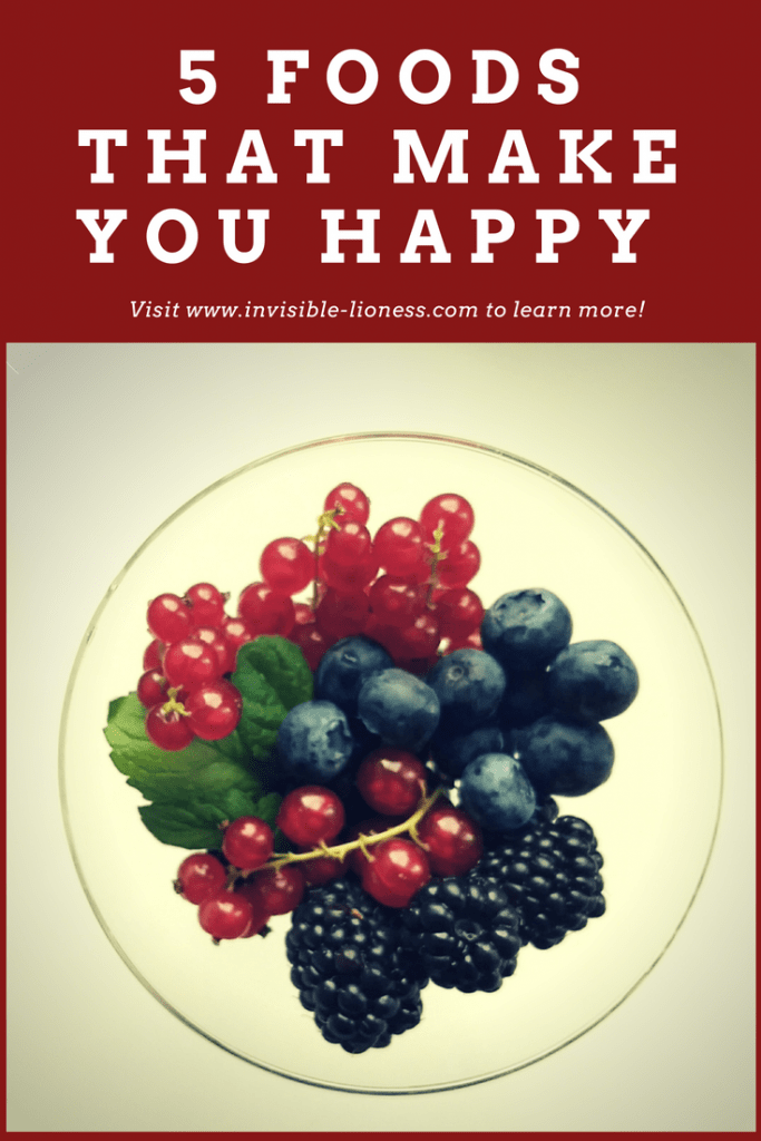 What we eat has a huge impact on who we are. Like those berries! Did you know they can make you happier? Read more in this list of 5 foods that make you happy!