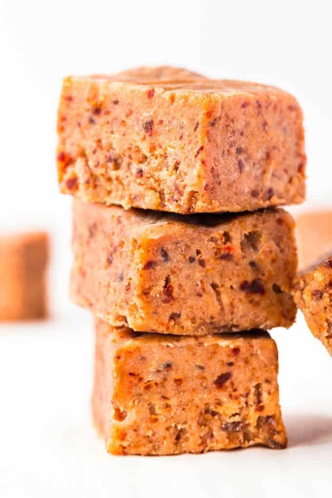 Sugar-free dessert without artificial sweetener: 3 ingredient peanut butter fudge