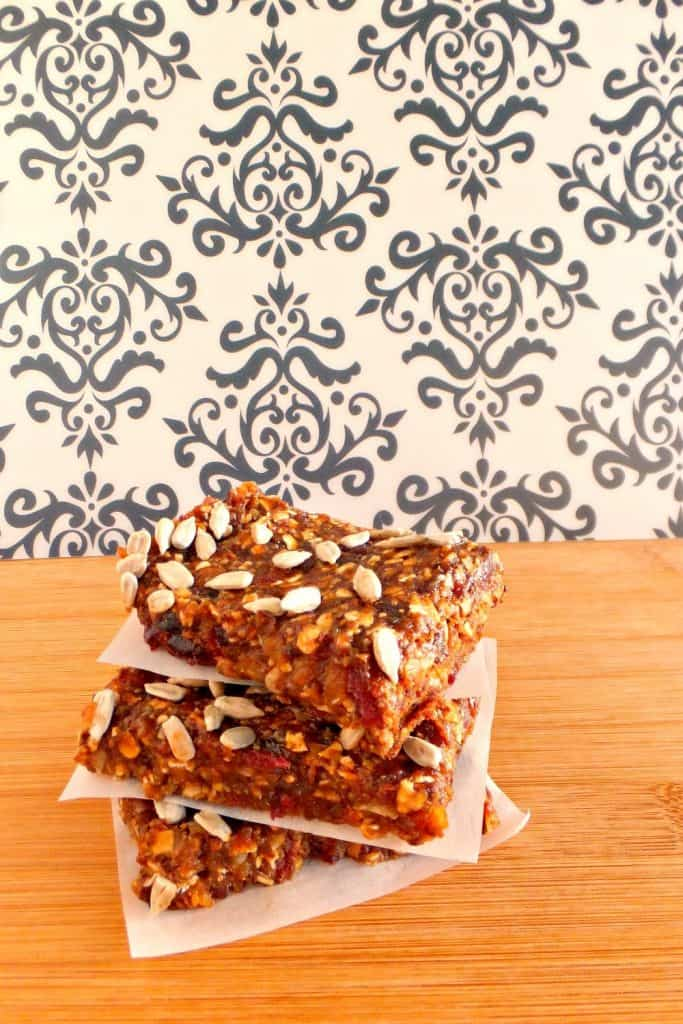 Sugar-free desserts without artificial sweetener: fruit and oat bars