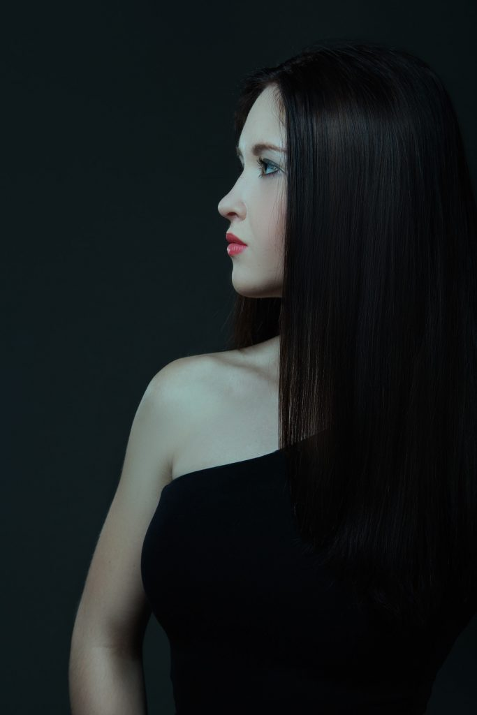 Image of a woman with dark, straight hair, hair type 1b