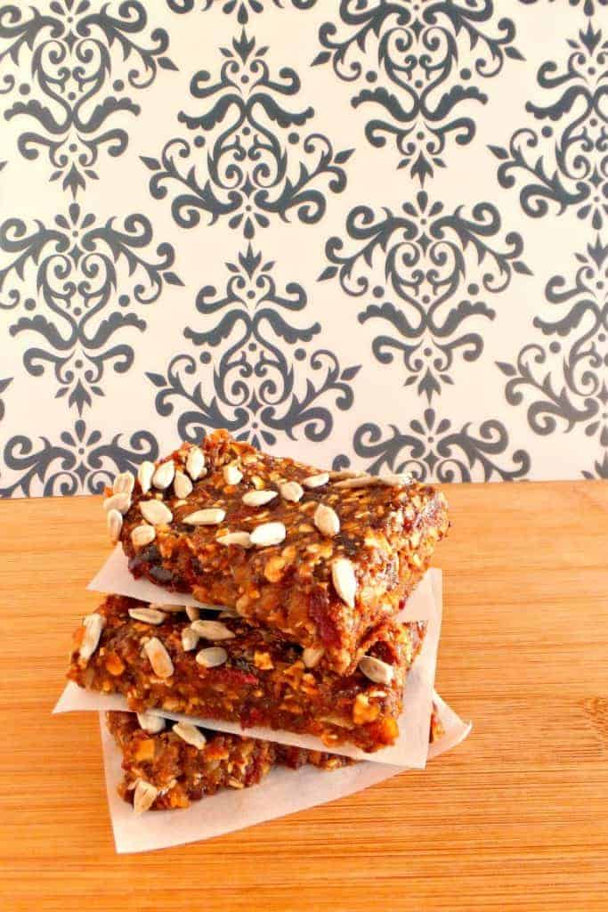 Image of another sugar-free desserts without artificial sweetener: fruit and oat bars